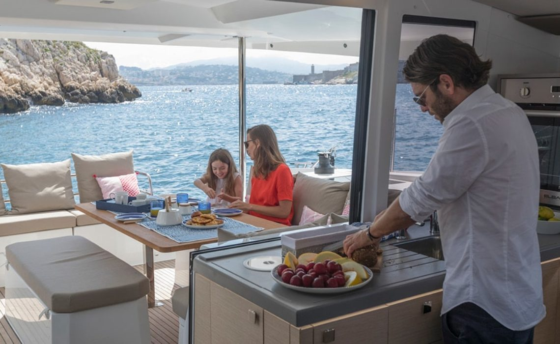 astrea-42-fountaine-pajot-sailing-catamarans-img-11