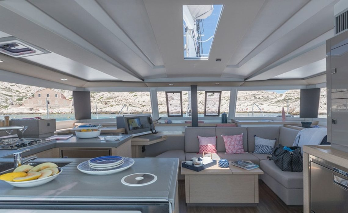 astrea-42-fountaine-pajot-sailing-catamarans-img-14