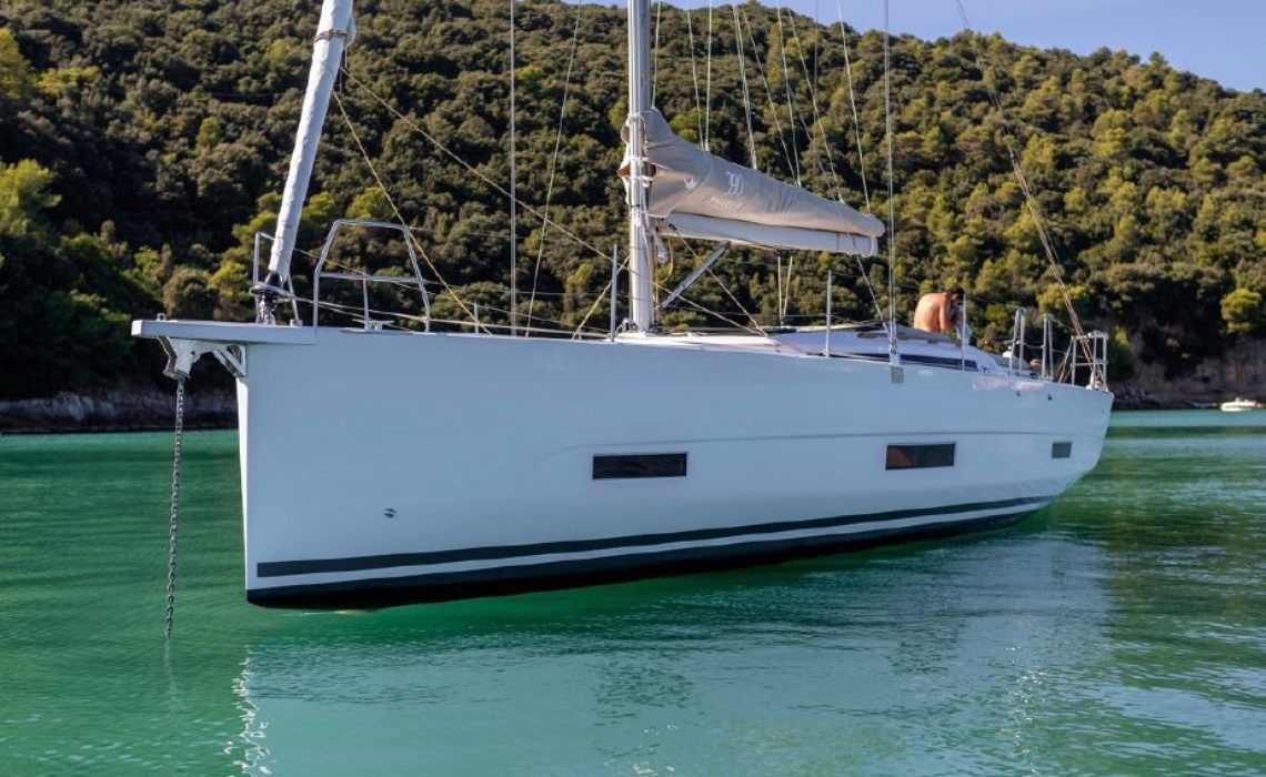 dufour-390-grand-large-charter-eolie